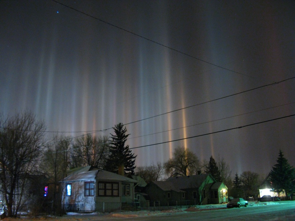 Light_pillars_over_Laramie_Wyoming_in_winter_night